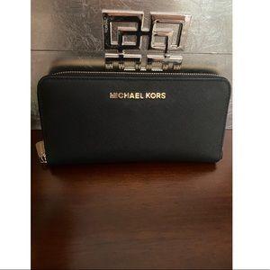 Michael Kors Wallet **(PRICE FIRM)**